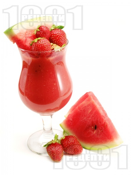 Смути от диня и ягоди - снимка на рецептата